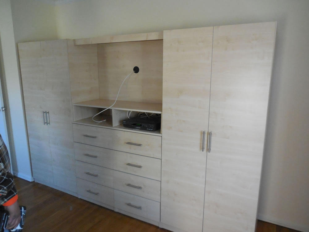 Bedroom Entertainment Unit with Wardrobe Cabinets and TV Space ...